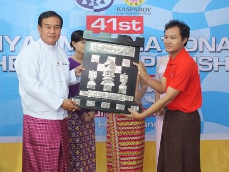Deputy Minister H.E. U Thaung Htike awarding IM Wynn Zaw Htun